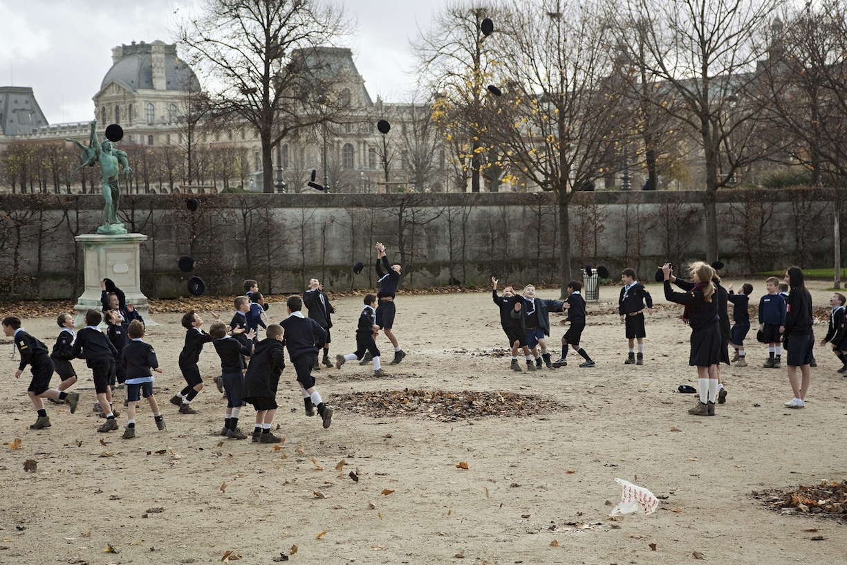 Tim Parchikov. Paris Tuilleries (38). Serie Bizarro. 2018 © Tim Parchikov y Galería Juana de Aizpuru. VEGAP, Madrid, 2021