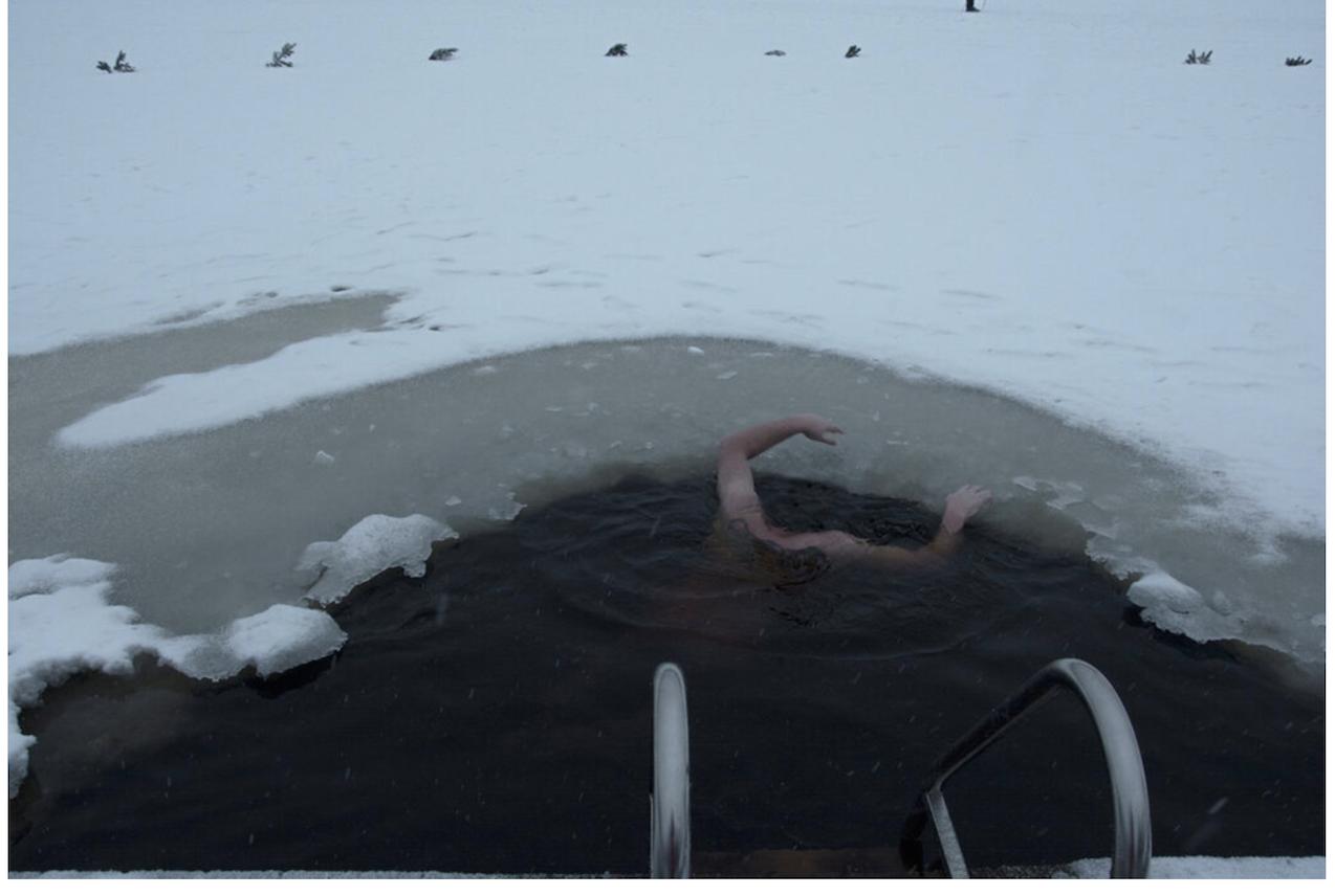 "Liza Ambrossio. El ahogado, de la serie ""Naranja de sangre"", 2021 © Liza Ambrossio"