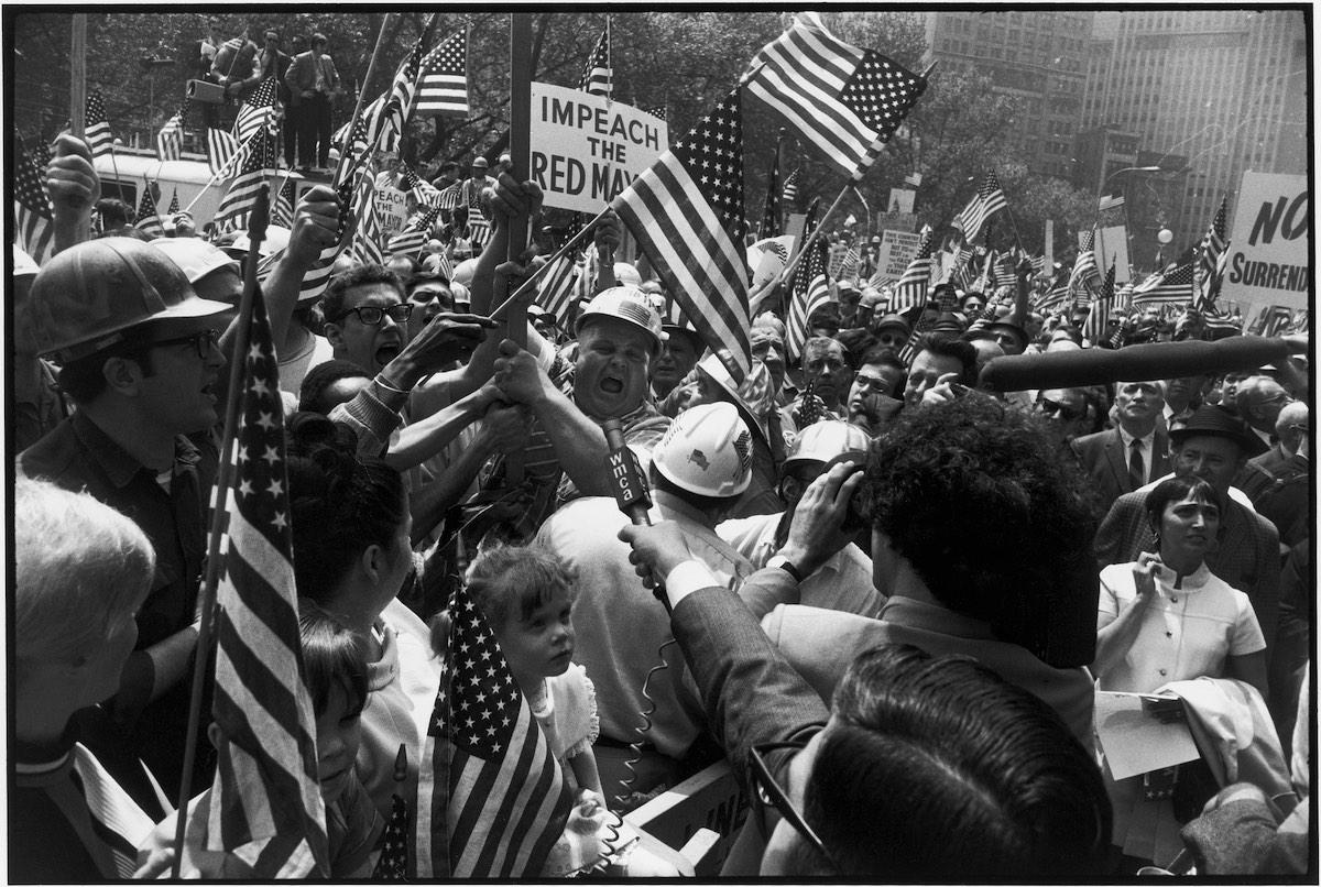 Garry Winogrand. Manifestación de los obreros de la construcción, Nueva York, 1970. Colección Fundación MAPFRE, Madrid © The Estate of Garry Winogrand, courtesy Fraenkel Gallery San Francisco