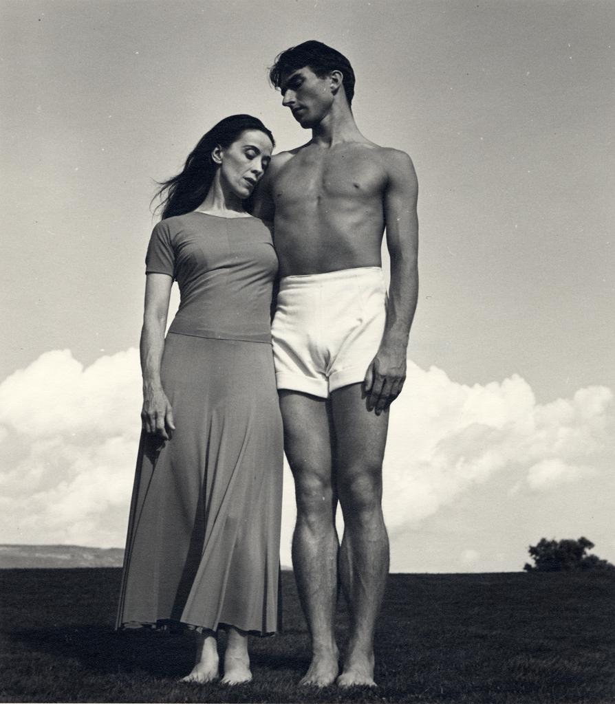 Barbara Morgan.Martha Graham y Eric Hawkins en Bennington College (de pie), 1938 © Barbara Morgan