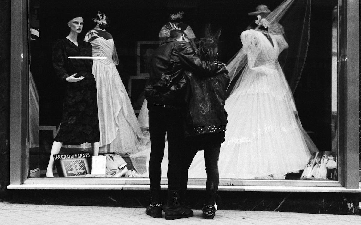 Carlos de Andrés. Okupas en la tienda de bodas © Carlos de Andrés
