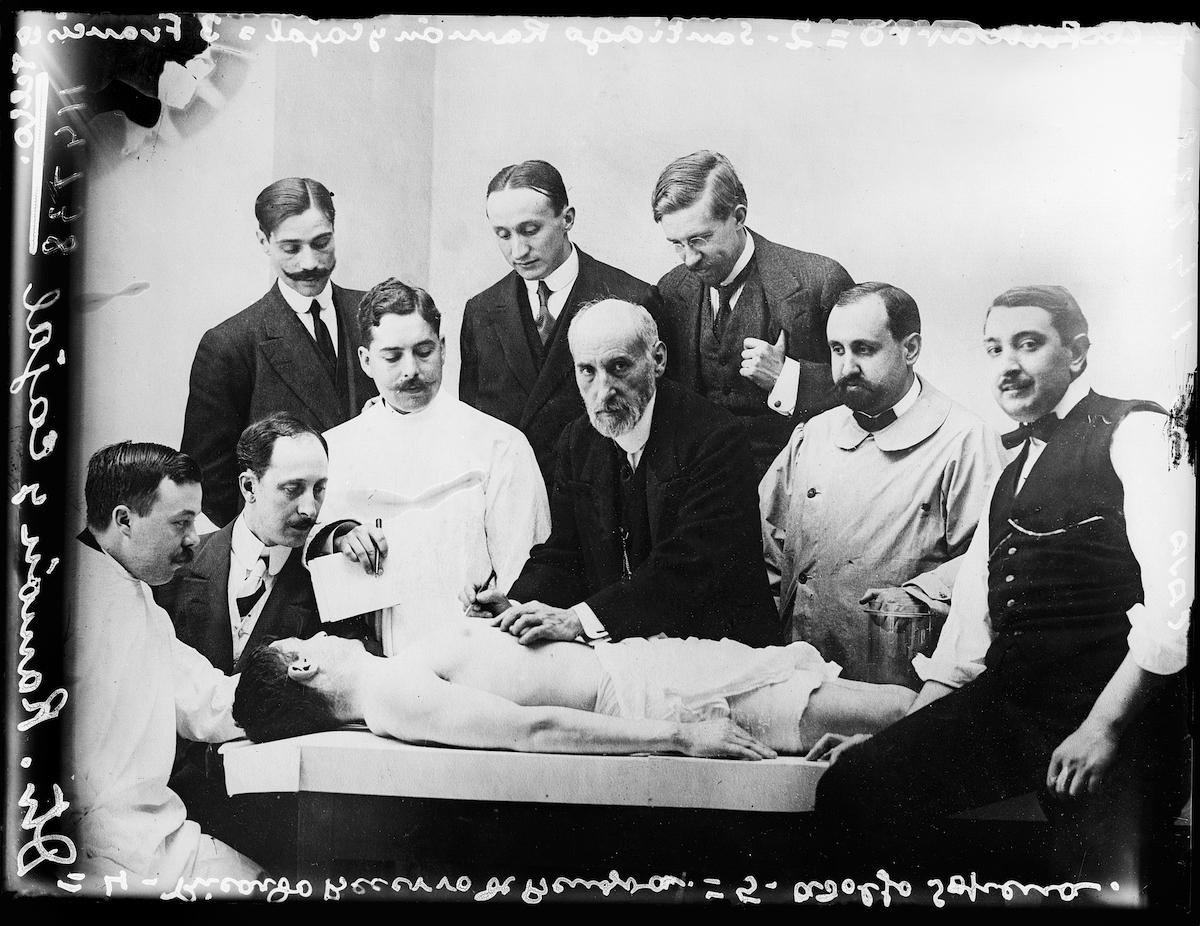 Alfonso. Clase de diseccion de Ramon y Cajal, 1915 © Alfonso. VEGAP, Madrid, 2021