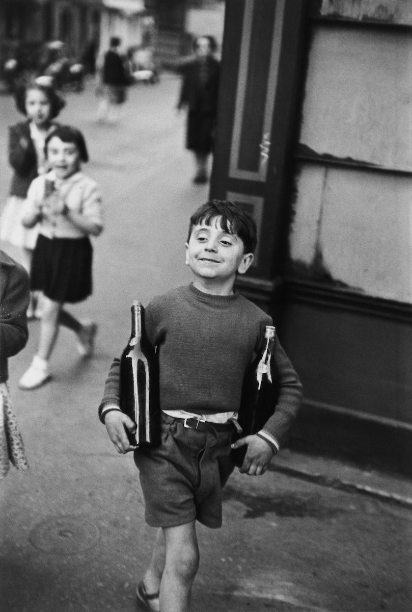 Henri Cartier-Bresson. Calle mouffetard, Paris 1954 © Henri Cartier-Bresson. VEGAP, Madrid, 2021