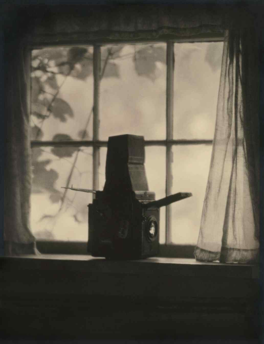 Margaret Watkins. Untitled (Graflex Camera), c. 1920 © Margaret Watkins. Joseph Mulholland Collection, Glasgow